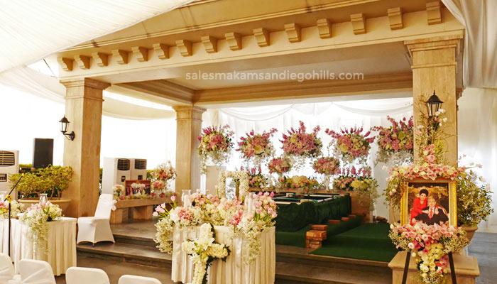 dekorasi bunga vvip di pemakaman san diego hills
